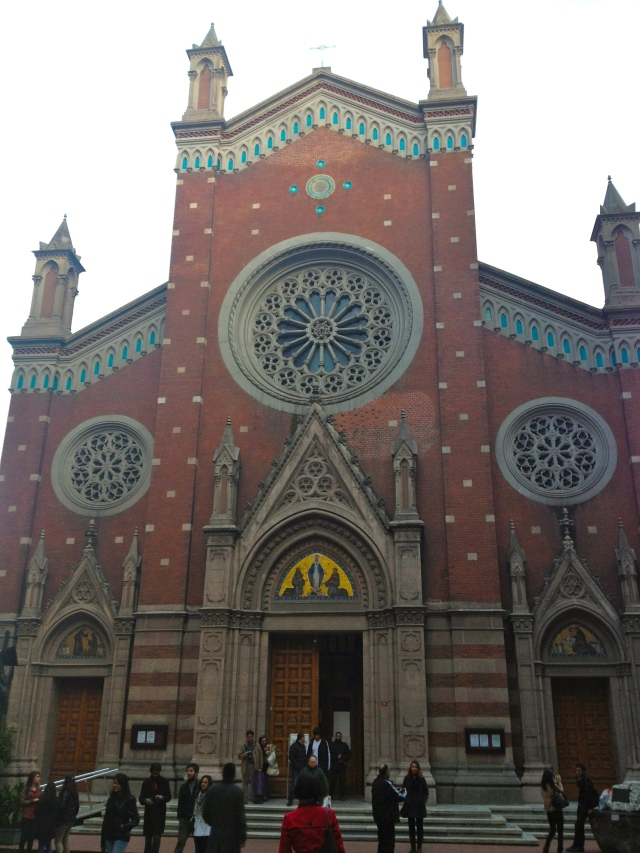Happened to walk by this beautiful church so I stopped in to check it out -- Sent Antuan Kilisesi