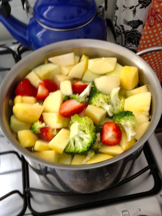 Fruit sauce in the making: apple, pear, strawberries & broccoli!