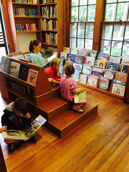 Kiddos in the childrens library.